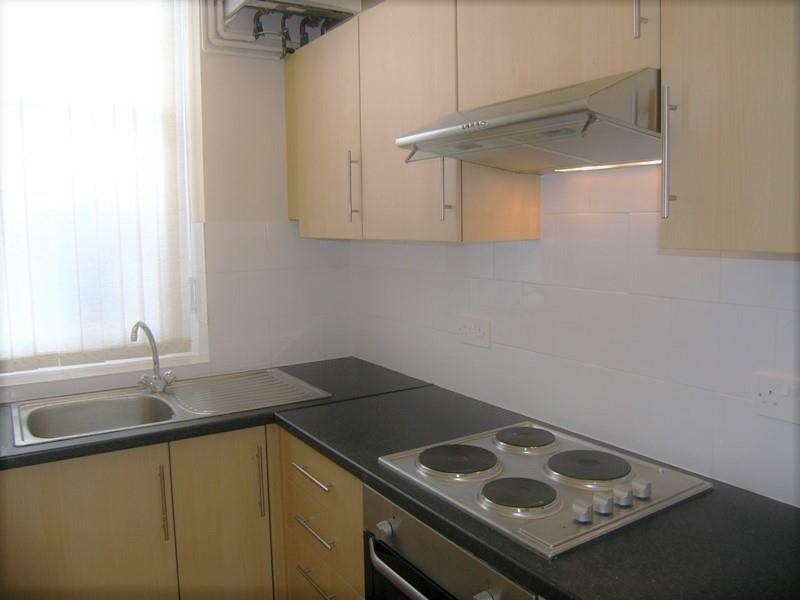 Priory Road 22 Flat 4 fitted kitchen.JPG
